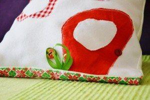 Caruta cu verde si rosu detaliu