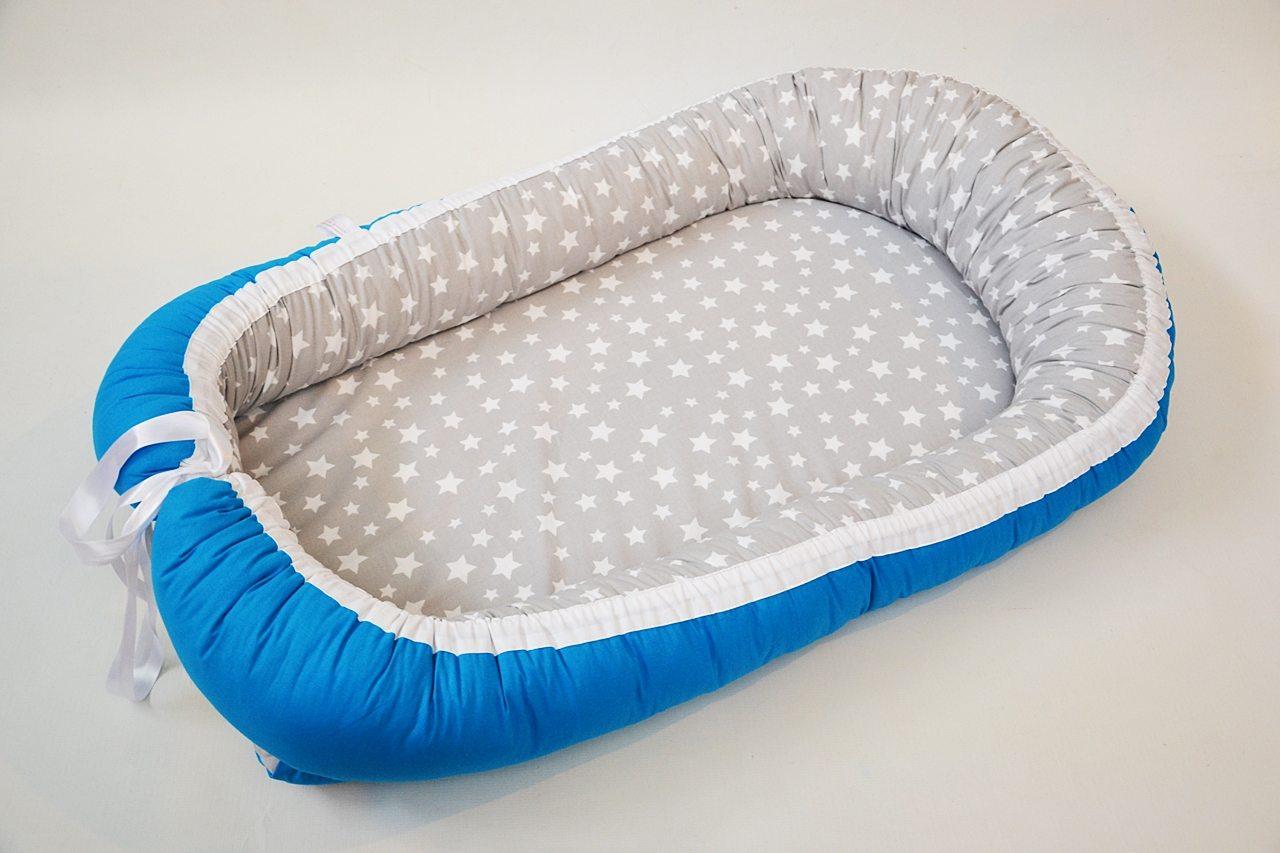 baby-nest-0-6-cu-turcuaz-si-stele-pe-gri-1